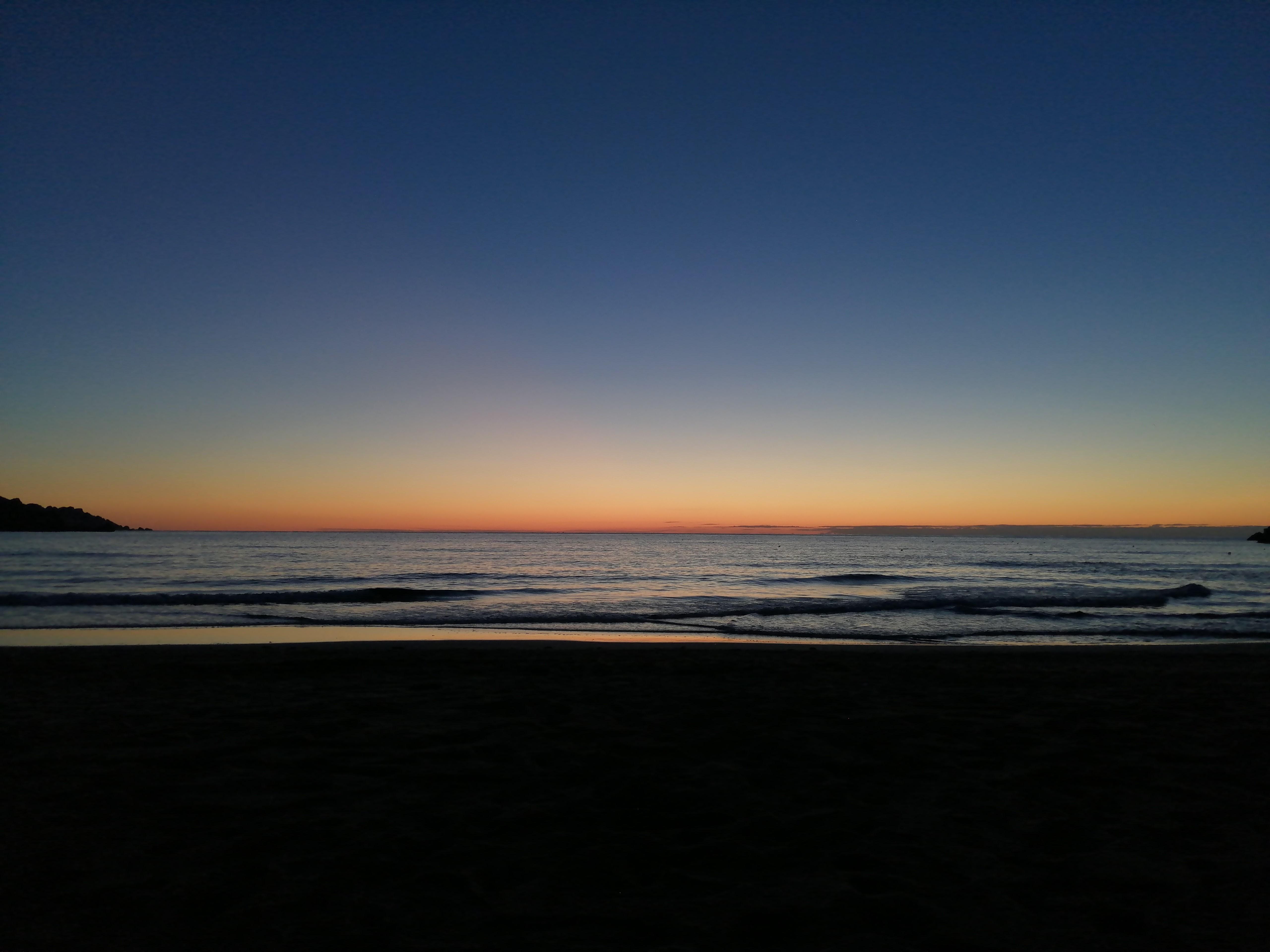 coucher de soleil à Golden Bay Beach, Malte - Twelve Magazine